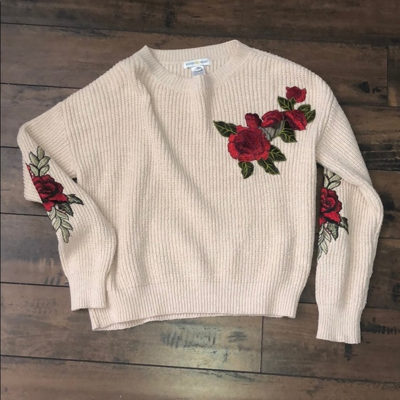Tilly's Sweaters - Floral sweater 🌹